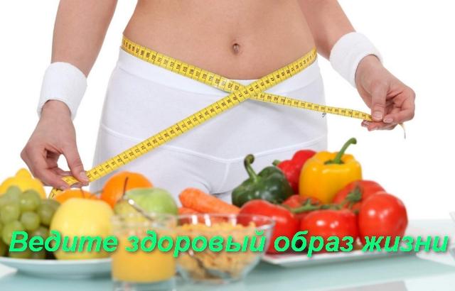 на столе овощи и фрукты