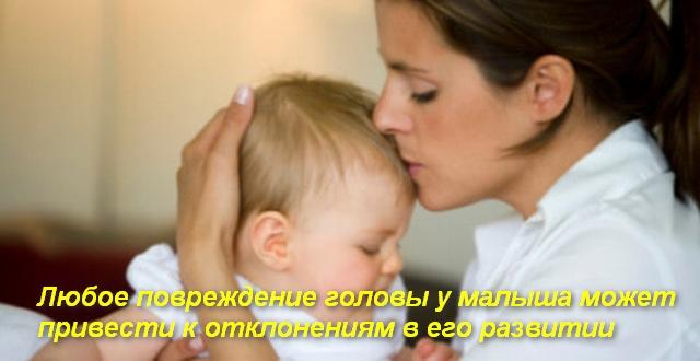 женщина прижимает к себе ребенка