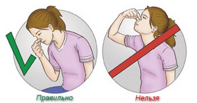 девушка зажимает нос пальцами